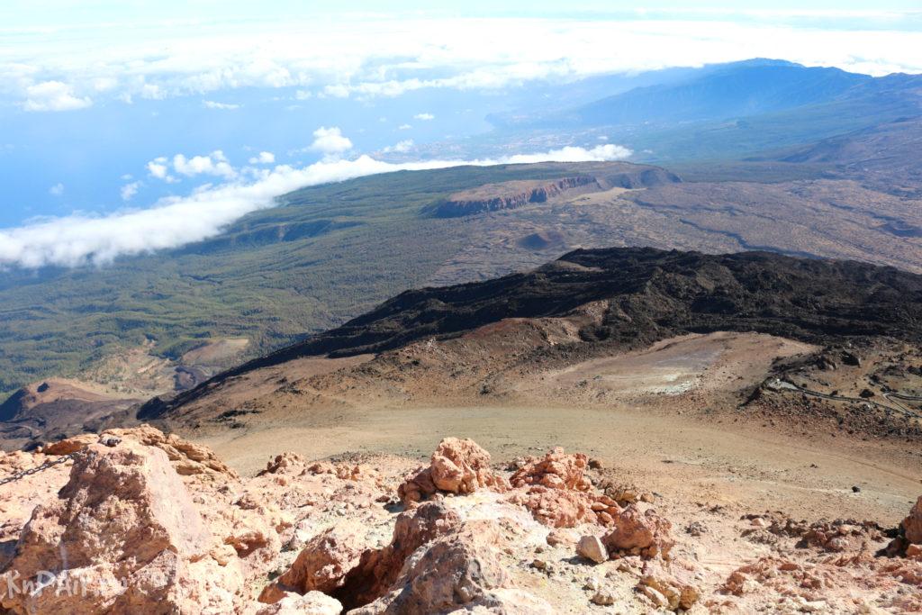 Вид с вулкана на остров