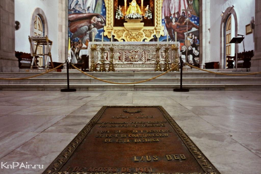 Kandelyariya Altar s detmi