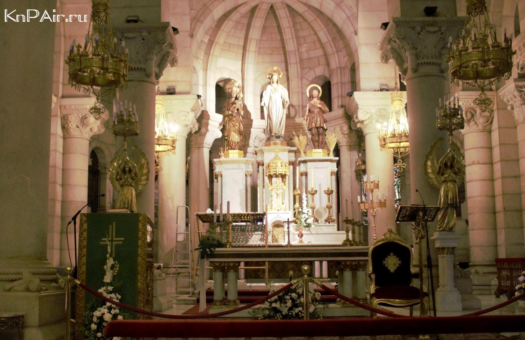 Altar v Sobore Almudeny