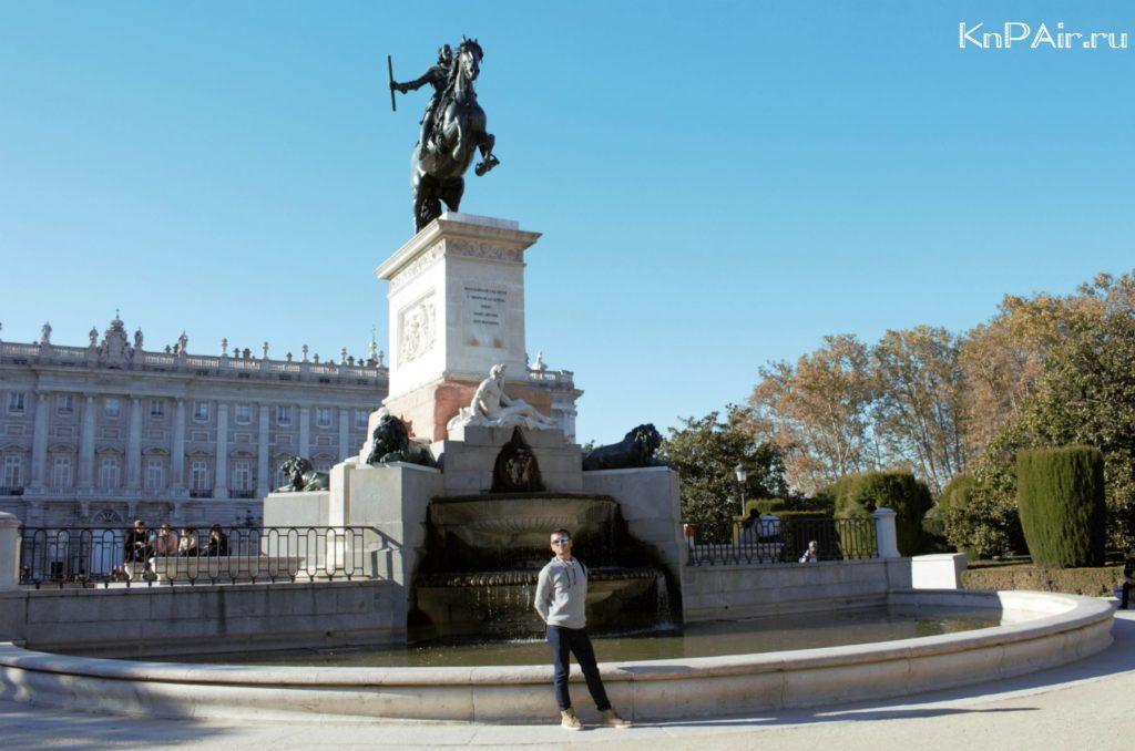 Ploshad-Oriente-Korolevskii-Dvorets-v-Madride-Monument-Philipu