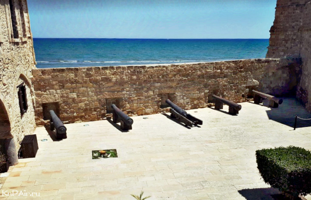 Larnaka-Fort-pushki