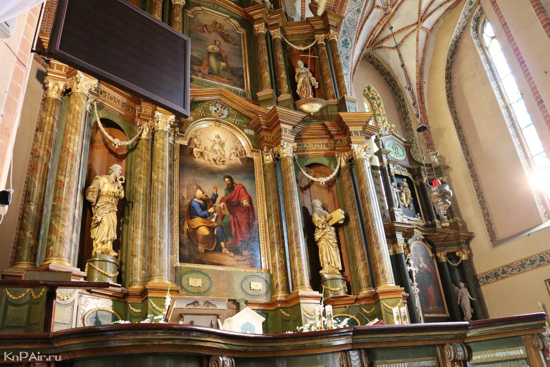 altar-v-kostele-petra-i-pavla