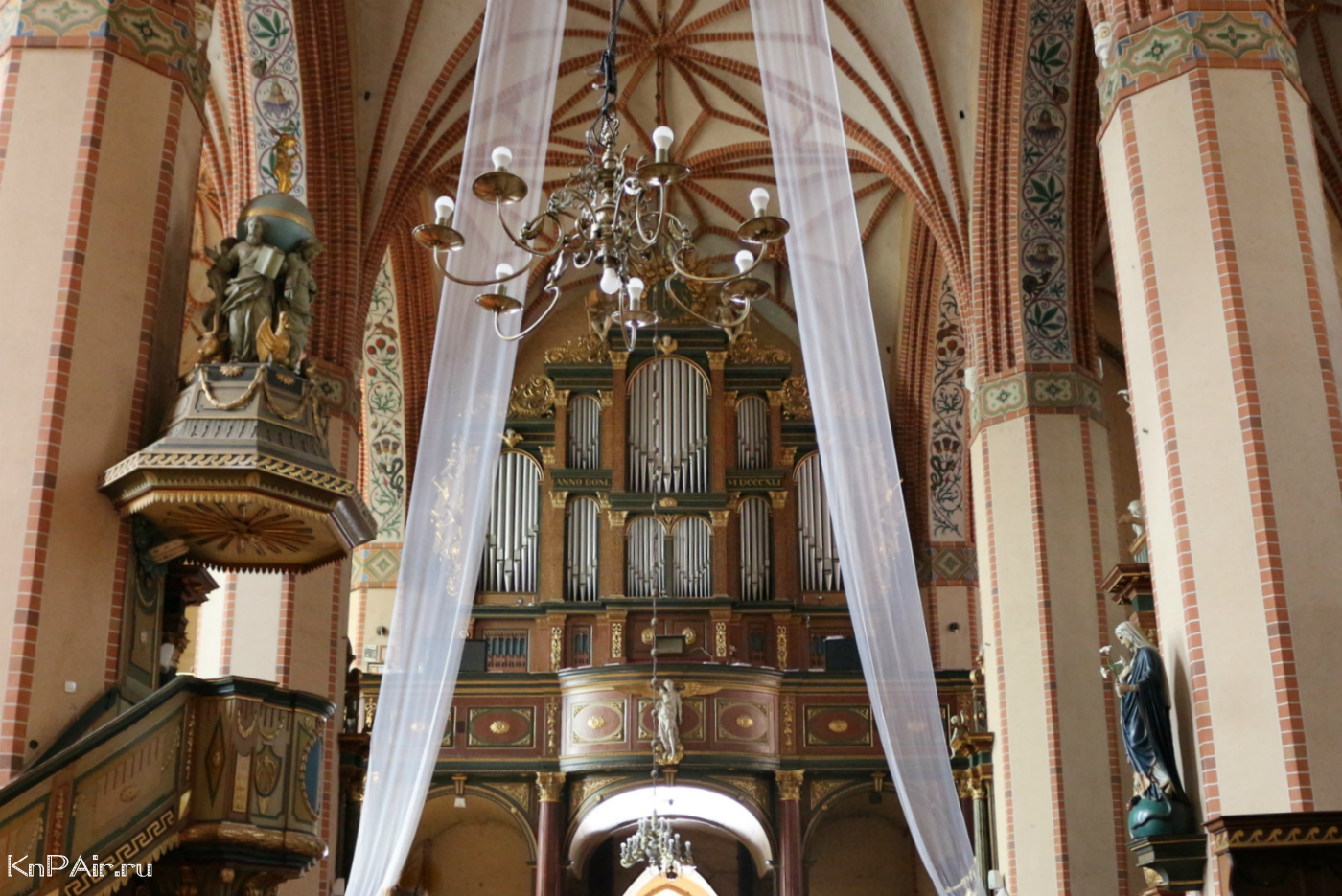 organ-v-kostele-v-reshele