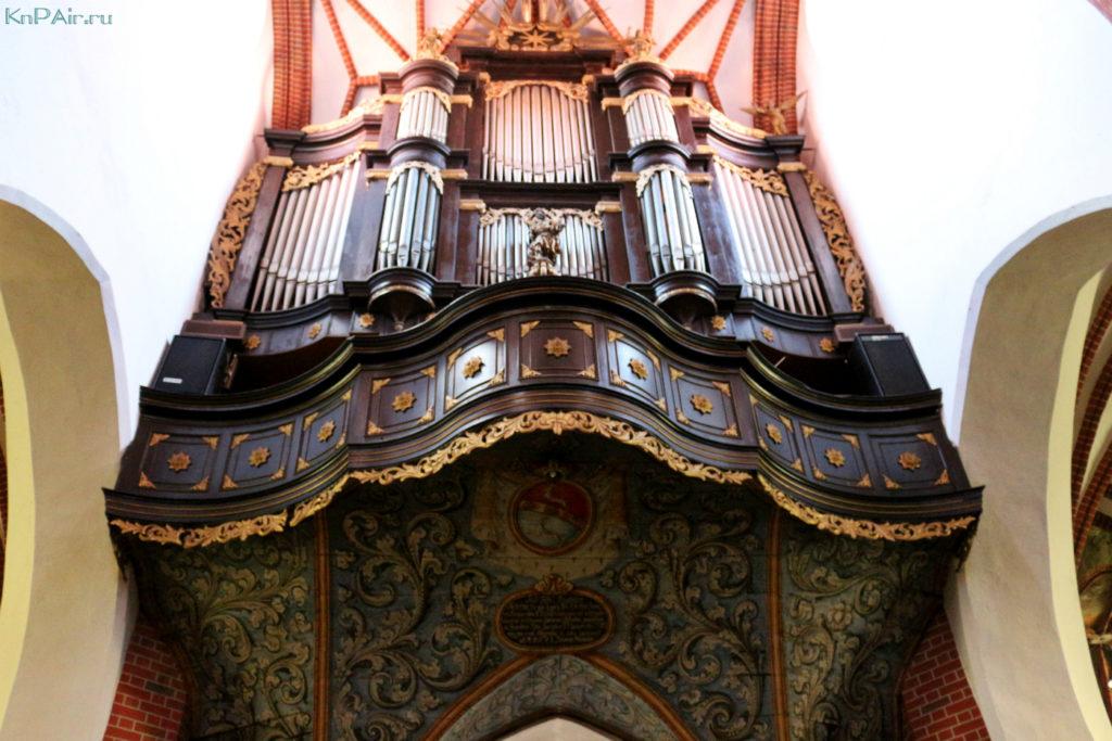 Organ-v-kostele-Ioanna-Krestitelya