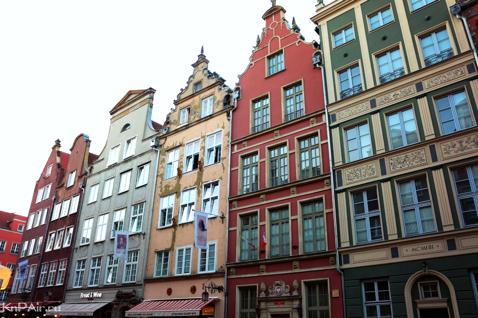 colorful-buildings-in-the-center-of-Gdansk