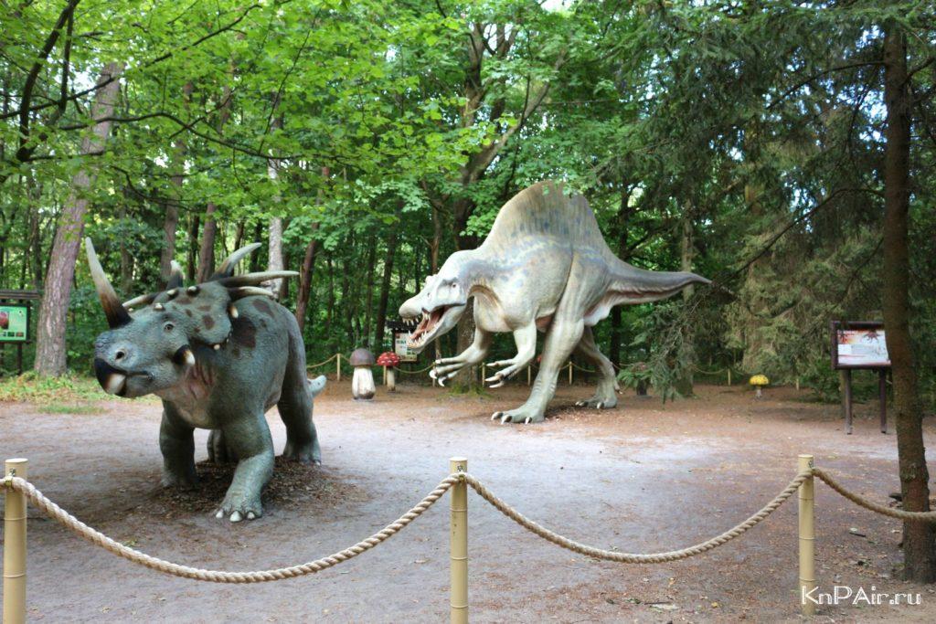 dva-dinozavra