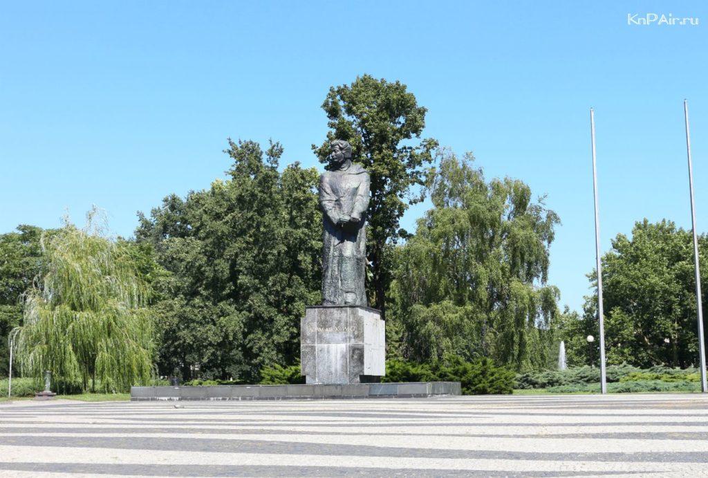 pamyatnik-mickevichu-poznan