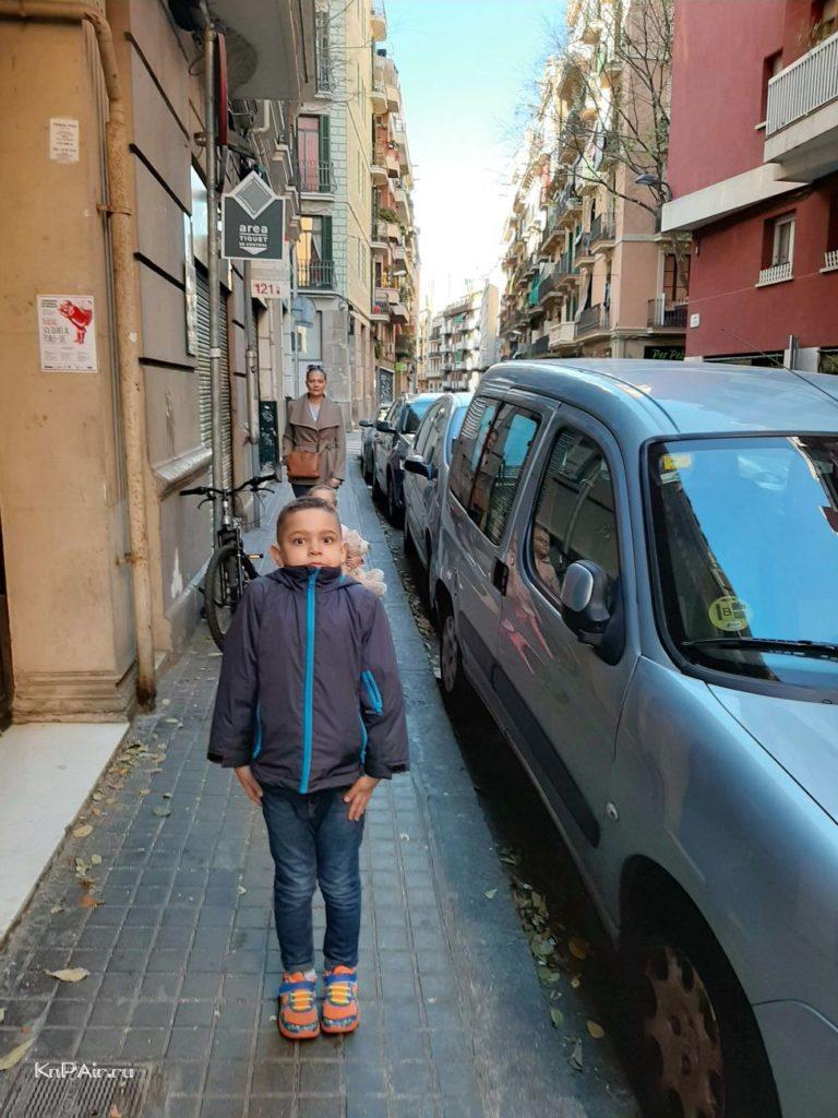 barcelona-uzkaya-ulica
