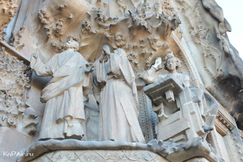 sagrada-familiya-bibliya-v-kamne